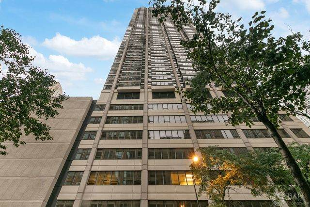 30 E Huron Street #1807, Chicago, IL 60611 (MLS #10857015) :: BN Homes Group