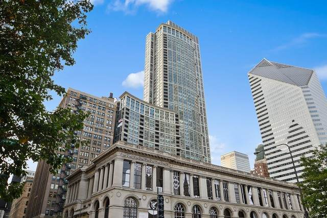 130 N Garland Court #3501, Chicago, IL 60602 (MLS #10859259) :: BN Homes Group