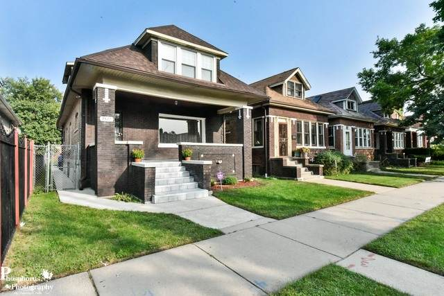 7527 S Paxton Avenue, Chicago, IL 60649 (MLS #10860842) :: Angela Walker Homes Real Estate Group