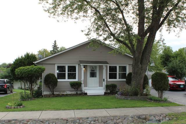 1015 Oakwood Drive, Round Lake Beach, IL 60073 (MLS #10863850) :: Ryan Dallas Real Estate