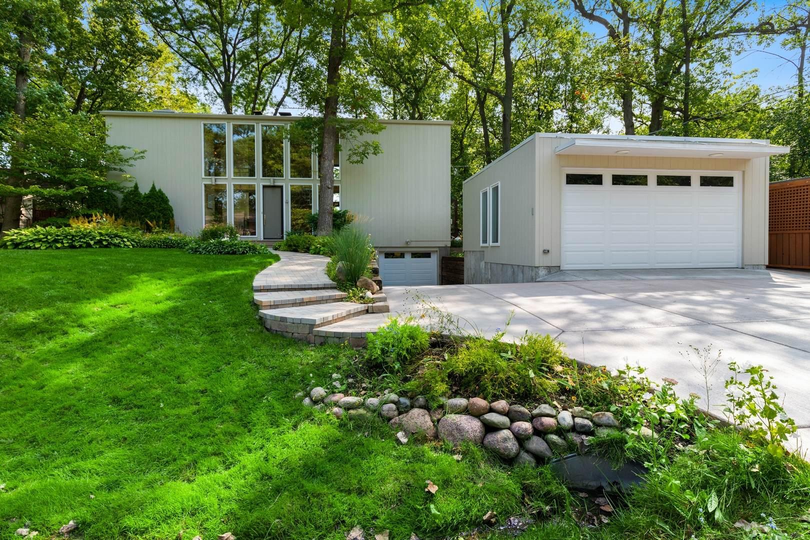 227 Rivers Drive, Lake Bluff, IL 60044 (MLS #10878140) :: Lewke Partners