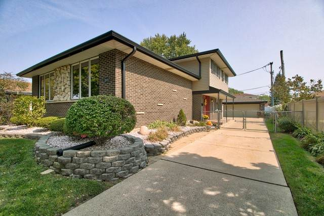 11005 S Kenton Avenue, Oak Lawn, IL 60453 (MLS #10881865) :: Helen Oliveri Real Estate