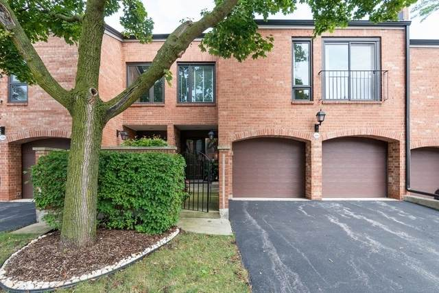 19W234 Gloucester Way, Oak Brook, IL 60523 (MLS #10881876) :: John Lyons Real Estate