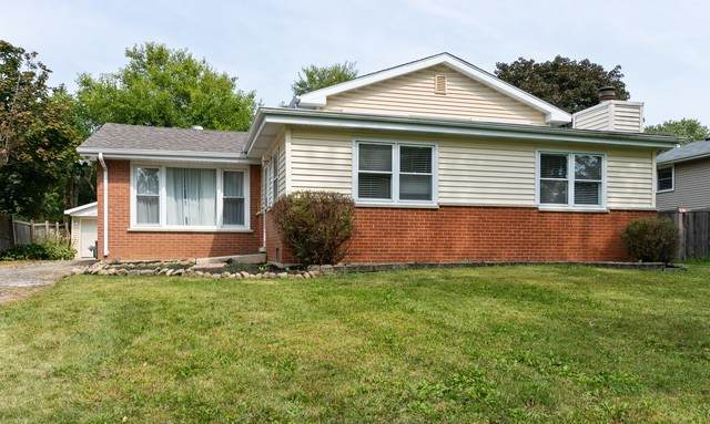 26W260 Case Street, Naperville, IL 60563 (MLS #10881883) :: Helen Oliveri Real Estate