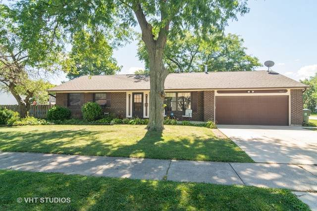 907 W Brittany Drive, Arlington Heights, IL 60004 (MLS #10882156) :: Helen Oliveri Real Estate