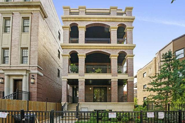 733 W Melrose Street #1, Chicago, IL 60657 (MLS #10884997) :: Littlefield Group