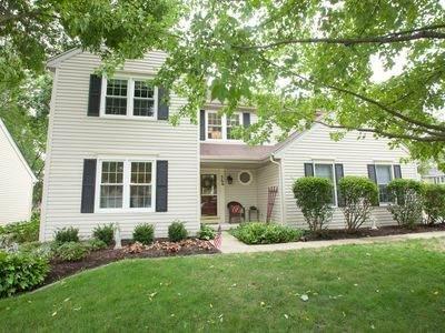 366 Colonial Circle, Geneva, IL 60134 (MLS #10889080) :: John Lyons Real Estate