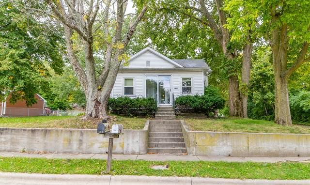 1124 S Hinshaw Avenue, Bloomington, IL 61701 (MLS #10889376) :: Schoon Family Group