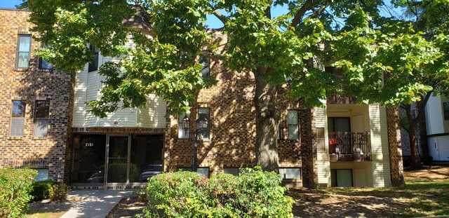 2151 Country Club Drive #21, Woodridge, IL 60517 (MLS #10893353) :: Suburban Life Realty