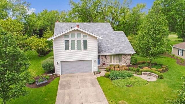 684 Greenbrier Lane, Crystal Lake, IL 60014 (MLS #10896565) :: Janet Jurich