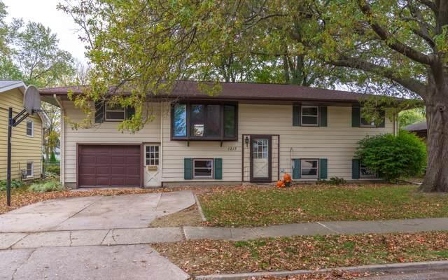 1217 Searle, Normal, IL 61761 (MLS #10897689) :: Janet Jurich