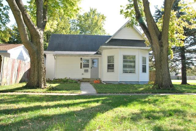 413 W Hickory Street, Fairbury, IL 61739 (MLS #10898011) :: Helen Oliveri Real Estate