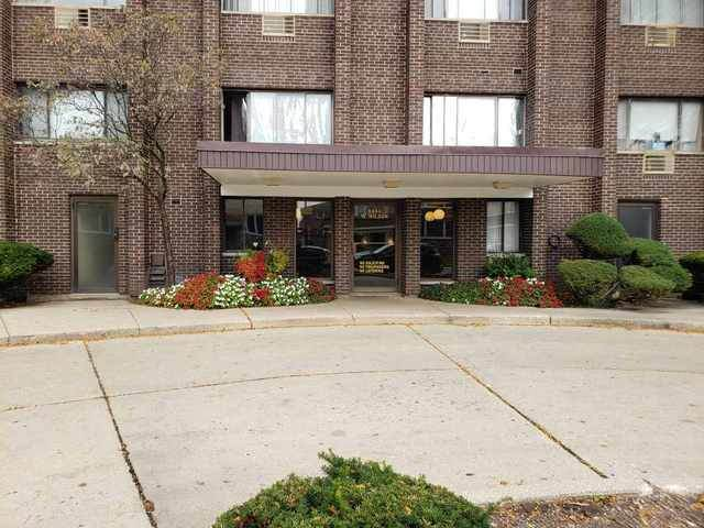8444 W Wilson Avenue 404S, Chicago, IL 60656 (MLS #10902703) :: Helen Oliveri Real Estate