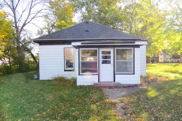301 S Oak Street, Forrest, IL 61741 (MLS #10904740) :: Helen Oliveri Real Estate