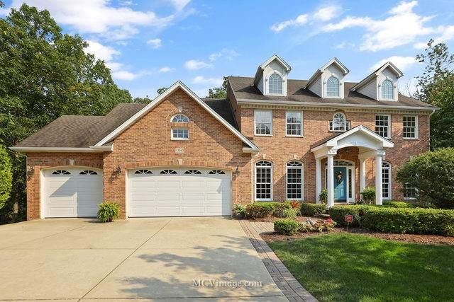 13045 Ravine Drive, Lemont, IL 60439 (MLS #10906805) :: Jacqui Miller Homes