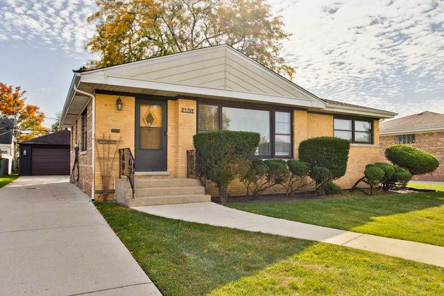 6815 W Seward Street, Niles, IL 60714 (MLS #10907188) :: Helen Oliveri Real Estate