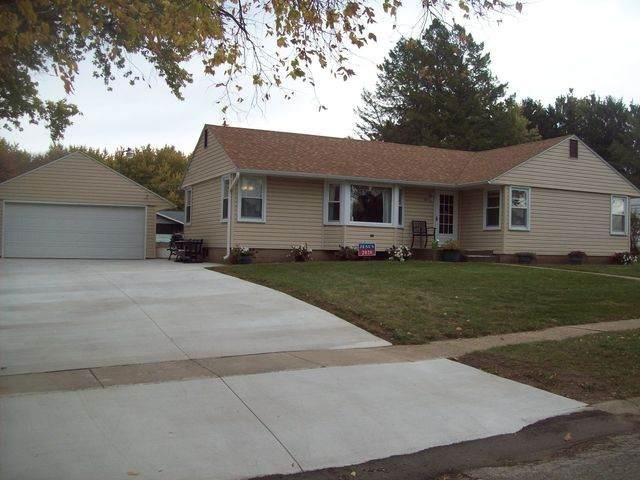 311 Meltzer Avenue, Walnut, IL 61376 (MLS #10907375) :: Helen Oliveri Real Estate