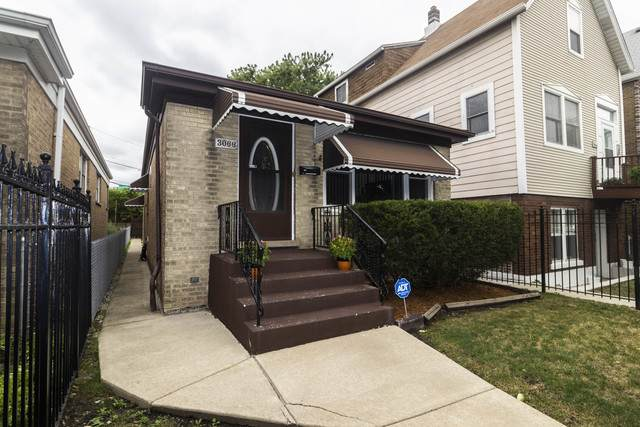 3066 N Sacramento Avenue, Chicago, IL 60618 (MLS #10908046) :: Helen Oliveri Real Estate