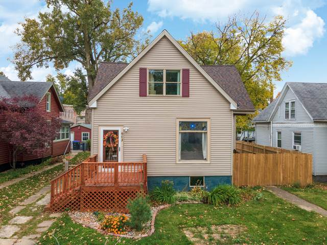 603 E Market Street, Bloomington, IL 61701 (MLS #10911656) :: Helen Oliveri Real Estate