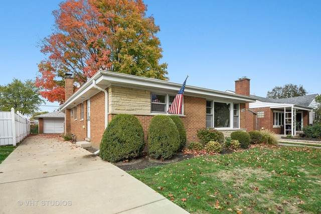 8906 Parkside Avenue, Morton Grove, IL 60053 (MLS #10912026) :: Helen Oliveri Real Estate
