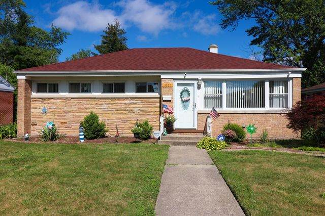 9327 Harlem Avenue, Morton Grove, IL 60053 (MLS #10912097) :: Helen Oliveri Real Estate