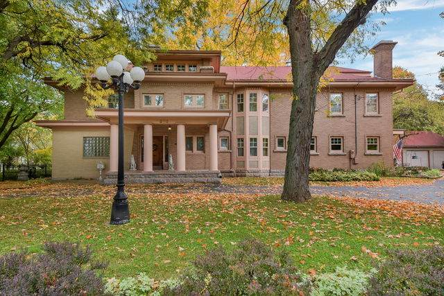 303 E Lincoln Avenue, Belvidere, IL 61008 (MLS #10913743) :: Property Consultants Realty