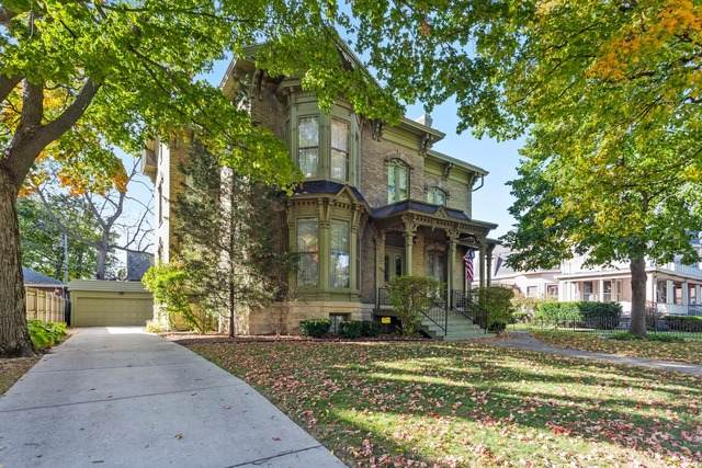 1526 College Avenue, Racine, WI 53403 (MLS #10915602) :: Janet Jurich