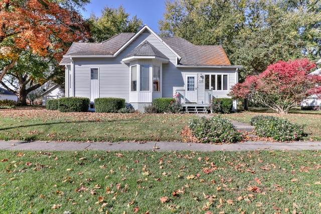 304 S Lincoln Street, Broadlands, IL 61816 (MLS #10916180) :: Century 21 Affiliated
