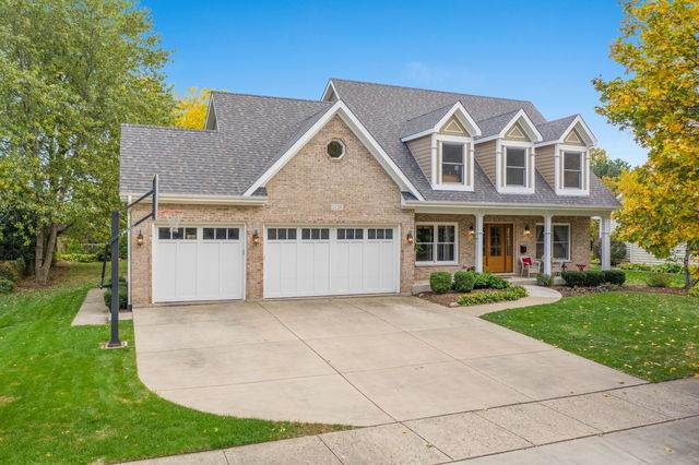 1128 Summit Hills Lane, Naperville, IL 60563 (MLS #10919278) :: Lewke Partners