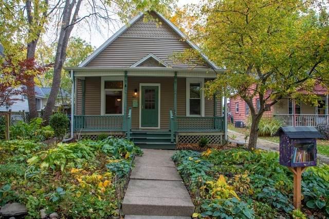 1404 Fell Avenue, Bloomington, IL 61701 (MLS #10919305) :: Helen Oliveri Real Estate