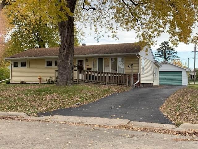 500 Maple Avenue, Morrison, IL 61270 (MLS #10919485) :: Littlefield Group