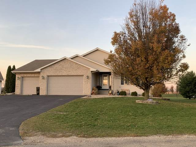 210 Leeward Lane, Rochelle, IL 61068 (MLS #10928122) :: John Lyons Real Estate