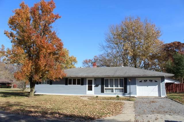 108 N Division Street, Watseka, IL 60970 (MLS #10930910) :: John Lyons Real Estate
