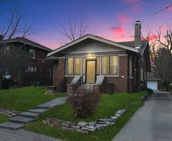 2006 E Oakland Avenue, Bloomington, IL 61701 (MLS #10933483) :: Jacqui Miller Homes