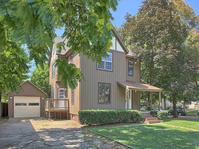 411 W Green Street, Champaign, IL 61820 (MLS #10940757) :: Helen Oliveri Real Estate
