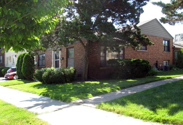 8017 Edgewater Road, North Riverside, IL 60546 (MLS #10958910) :: Jacqui Miller Homes