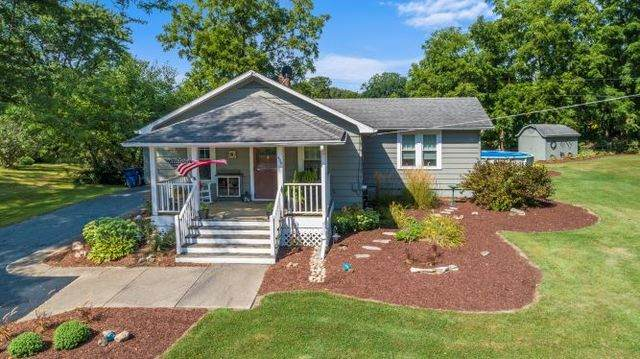 454 South Street, Burlington, IL 60109 (MLS #10963298) :: Schoon Family Group