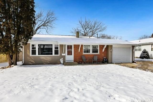 7006 Lowell Drive, Carpentersville, IL 60110 (MLS #10967920) :: Schoon Family Group