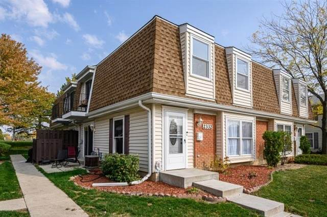 2332 Old Kings Court, Schaumburg, IL 60194 (MLS #10968022) :: RE/MAX IMPACT