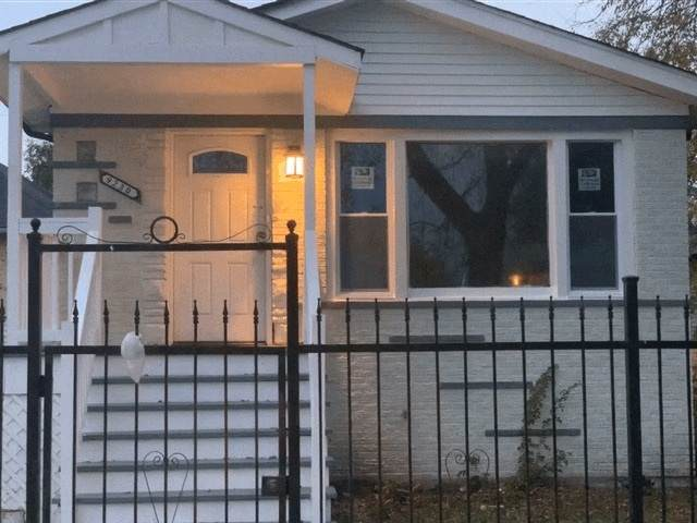 9230 S La Salle Street, Chicago, IL 60620 (MLS #10970506) :: Schoon Family Group