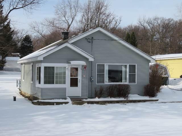 619 Burlington Avenue, Twin Lakes, WI 53181 (MLS #10970635) :: Jacqui Miller Homes