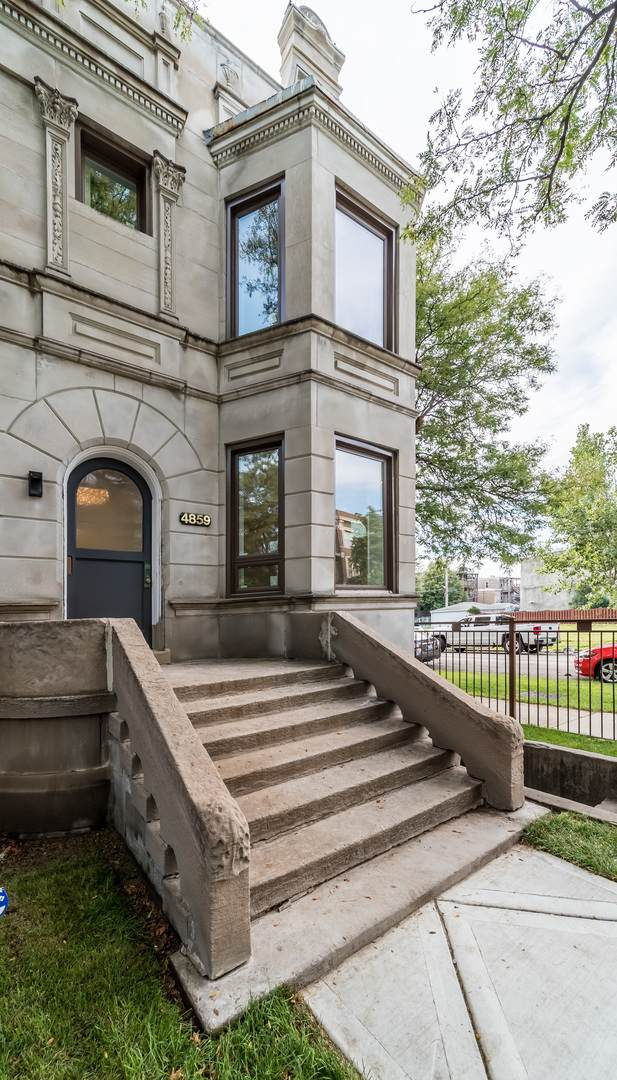 4857 S Forrestville Avenue, Chicago, IL 60615 (MLS #10970940) :: Schoon Family Group