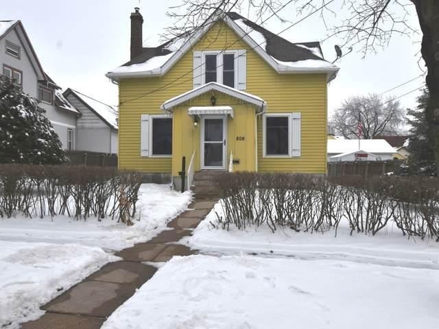 806 Warren Avenue, Belvidere, IL 61008 (MLS #10978622) :: Janet Jurich