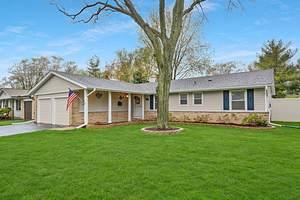 240 Peach Tree Lane, Elk Grove Village, IL 60007 (MLS #10989000) :: Janet Jurich