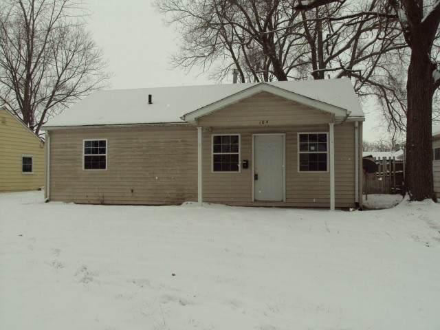 104 Winding Lane, Rantoul, IL 61866 (MLS #10998403) :: The Dena Furlow Team - Keller Williams Realty