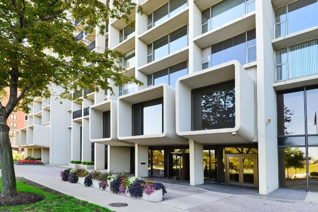 3200 N Lake Shore Drive #902, Chicago, IL 60657 (MLS #11003984) :: O'Neil Property Group
