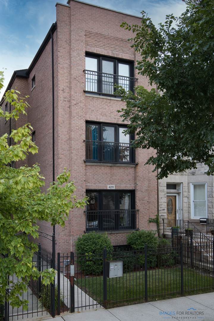 4211 Vincennes Avenue - Photo 1