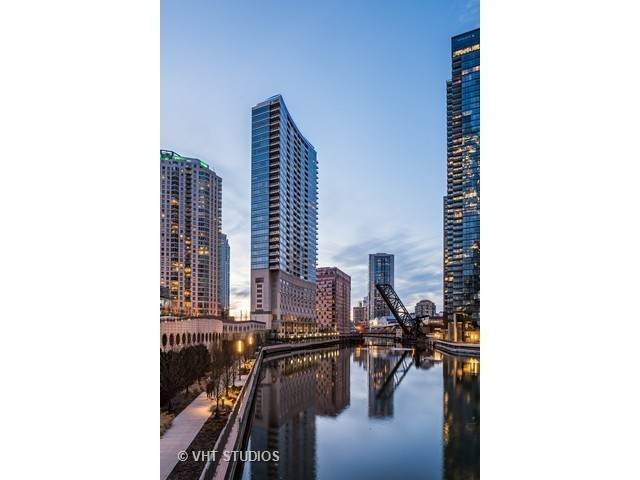 333 N Canal Street #2402, Chicago, IL 60606 (MLS #11012857) :: The Perotti Group