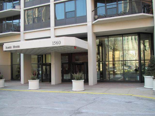1560 Sandburg Terrace - Photo 1