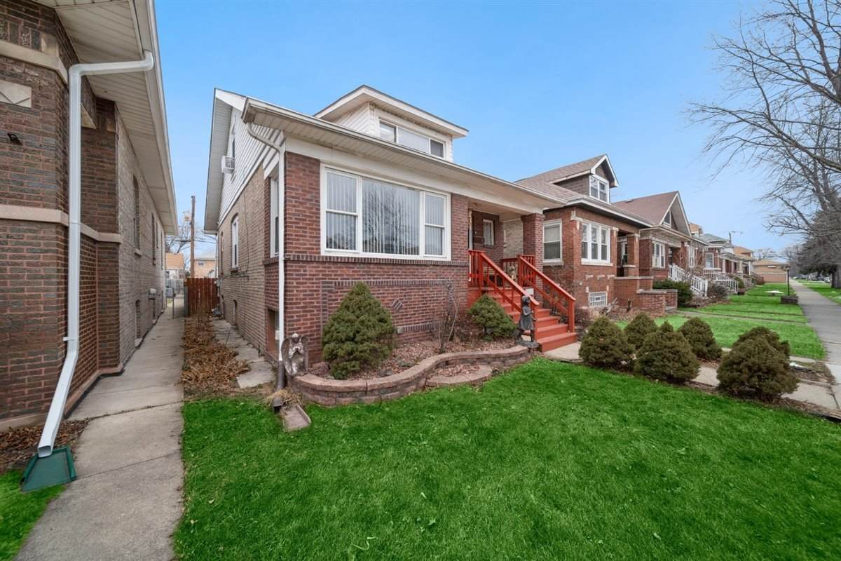 2636 Clarence Avenue - Photo 1